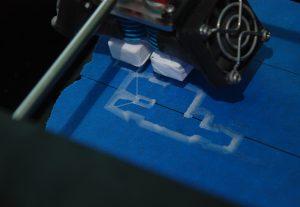 Наблюдение за первым слоем печати на 3D принтере